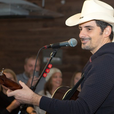 BRAD PAISLEY POP-UP PERFORMANCE AT SLEEP NUMBER BEFORE SUPER BOWL LII