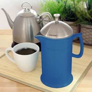 ceramic french press with stainless steel plunger and lid 28 ounce capacity high-quality stoneware FDA & Prop 65 approved in action
