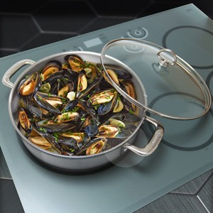 Induction 21 steel sautuese with mussels cooking