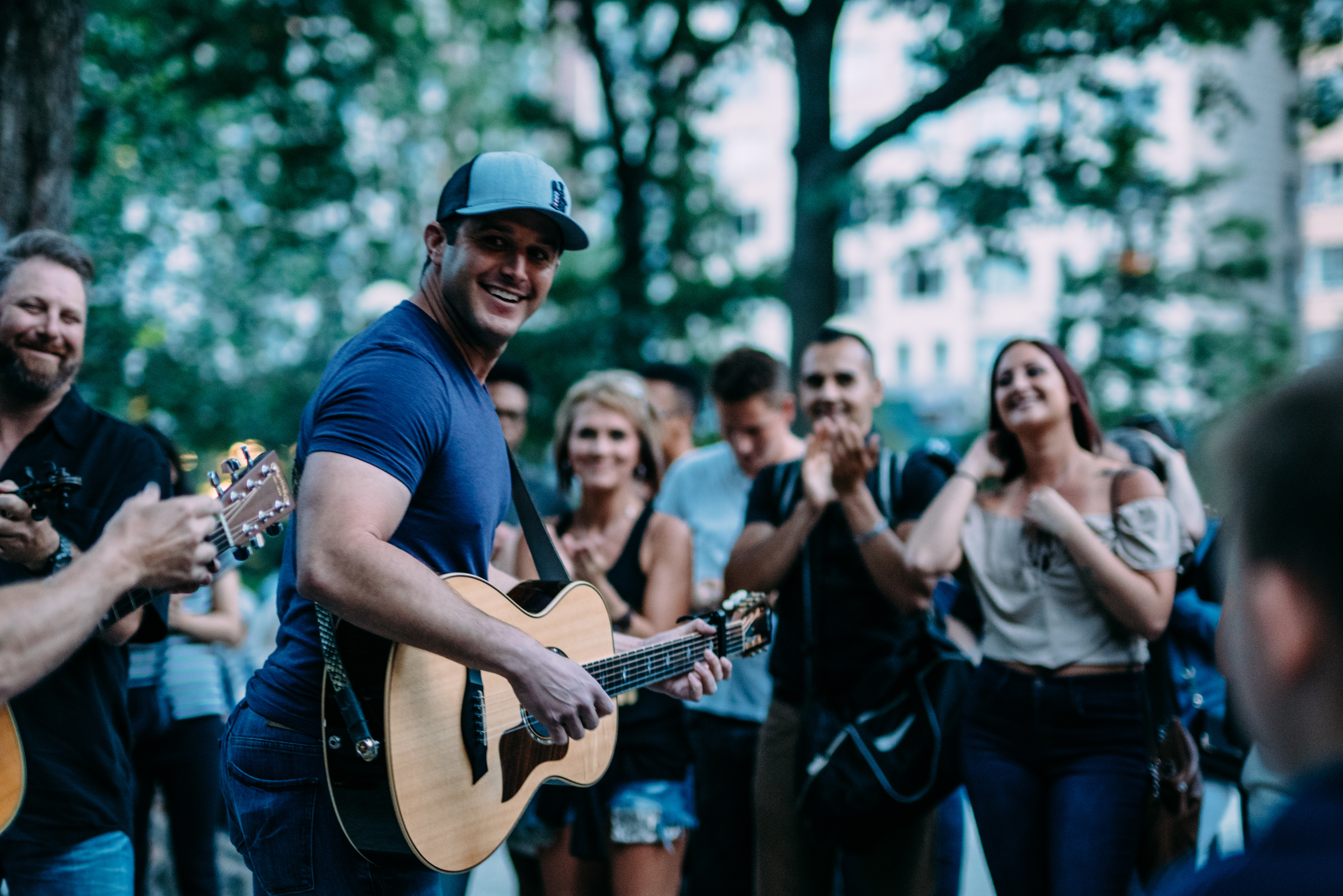 EASTON SURPRISES NYC FANS WITH POP-UP SHOW!