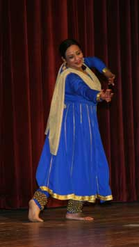 Rachna Agrawal, an East Indian dancer, connected with the crowd as she demonstrated the beautiful Kathak style of dance.