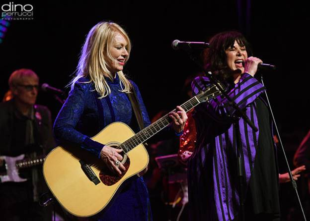 Watch HEARTs ANN And NANCY WILSON Perform Together For First Time In Three Years At Love Rocks NYC Event