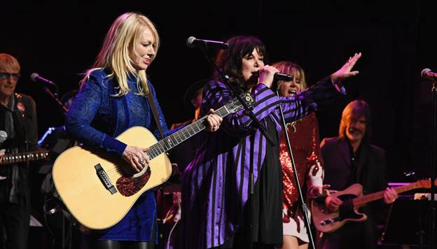 Rock and Roll Hall of Famers Ann Wilson and Nancy Wilson of Heart are extending their Love Alive North American tour into October.