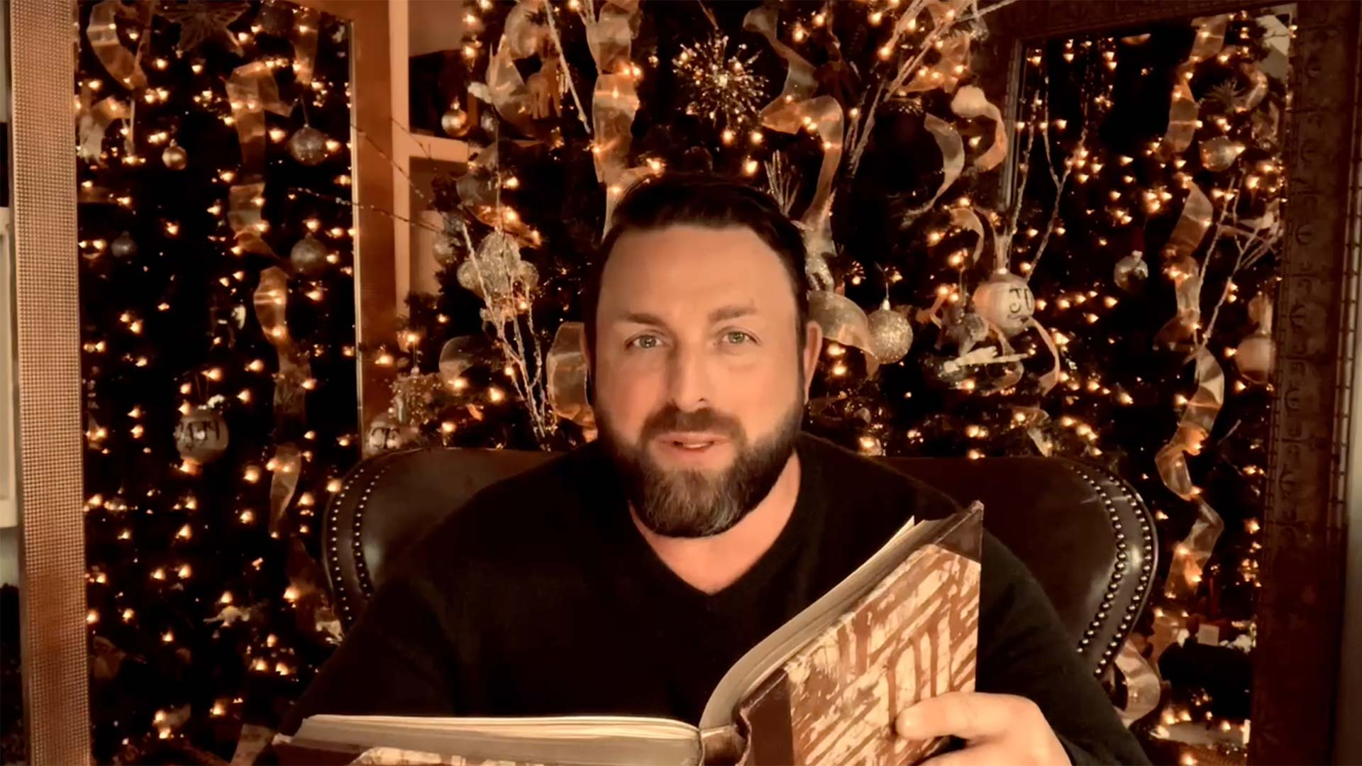 Watch Johnnys Reading of Twas the Night Before Christmas