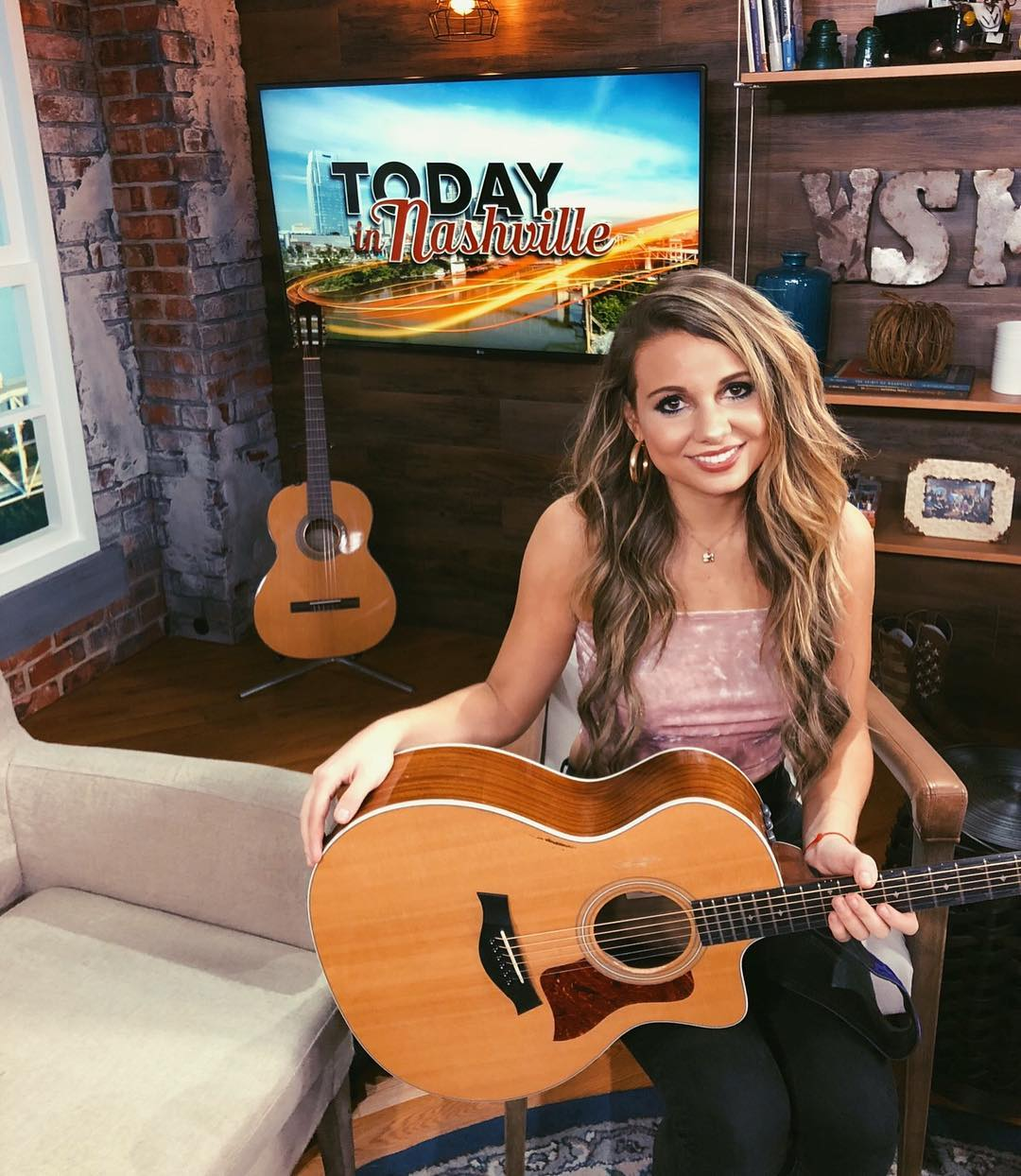 Kaylee Rose performs new song