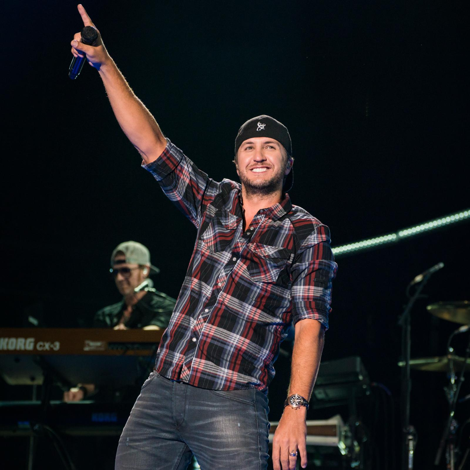 WIN Tickets and Meet & Greet Passes for Luke Bryan's 2017 Farm Tour