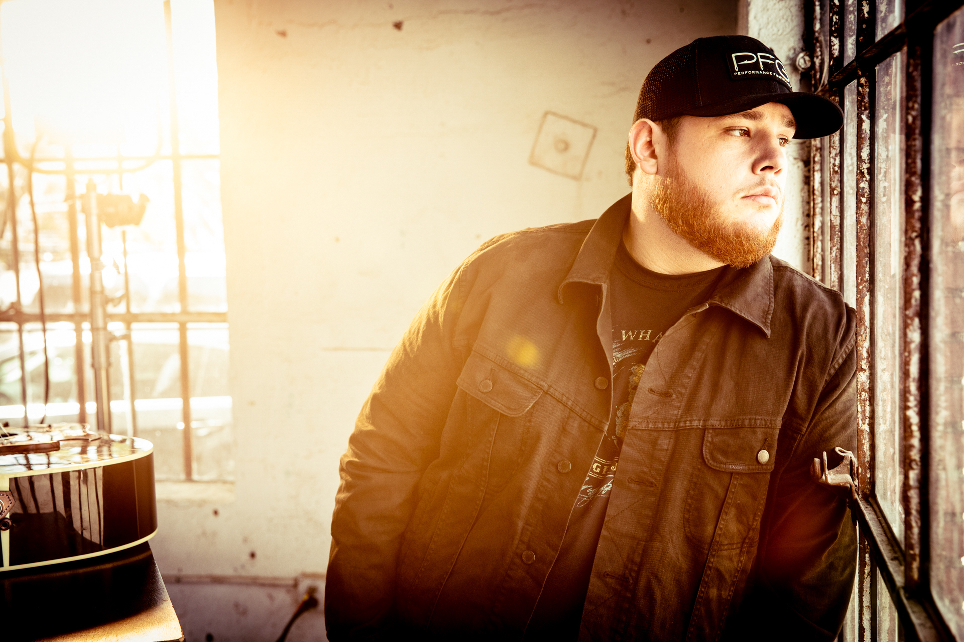 "LUKE COMBS UNLEASHES STANDOUT NEW TRACK ""SHE GOT THE BEST OF ME"" TO RADIO IMPACTING AIRWAVES JULY 9"
