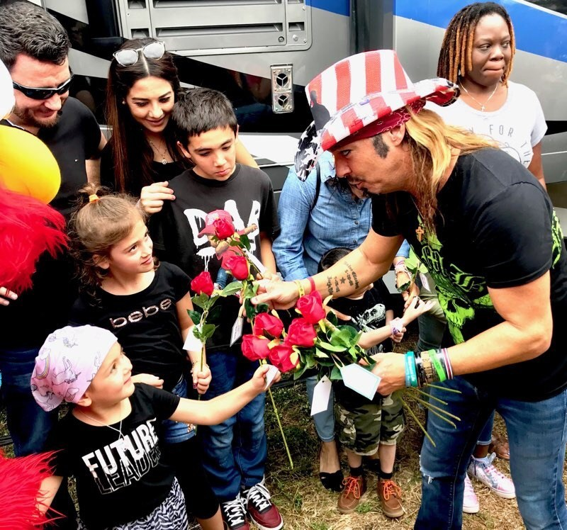 Bret Michaels to receive Humanitarian Of The Year Award at Hollywood Christmas Parade