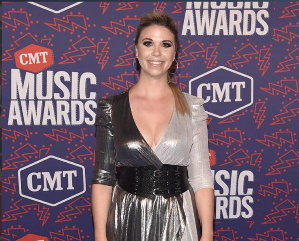 Sandra Lynn from CMT Awards 2019 Red Carpet - E! Online