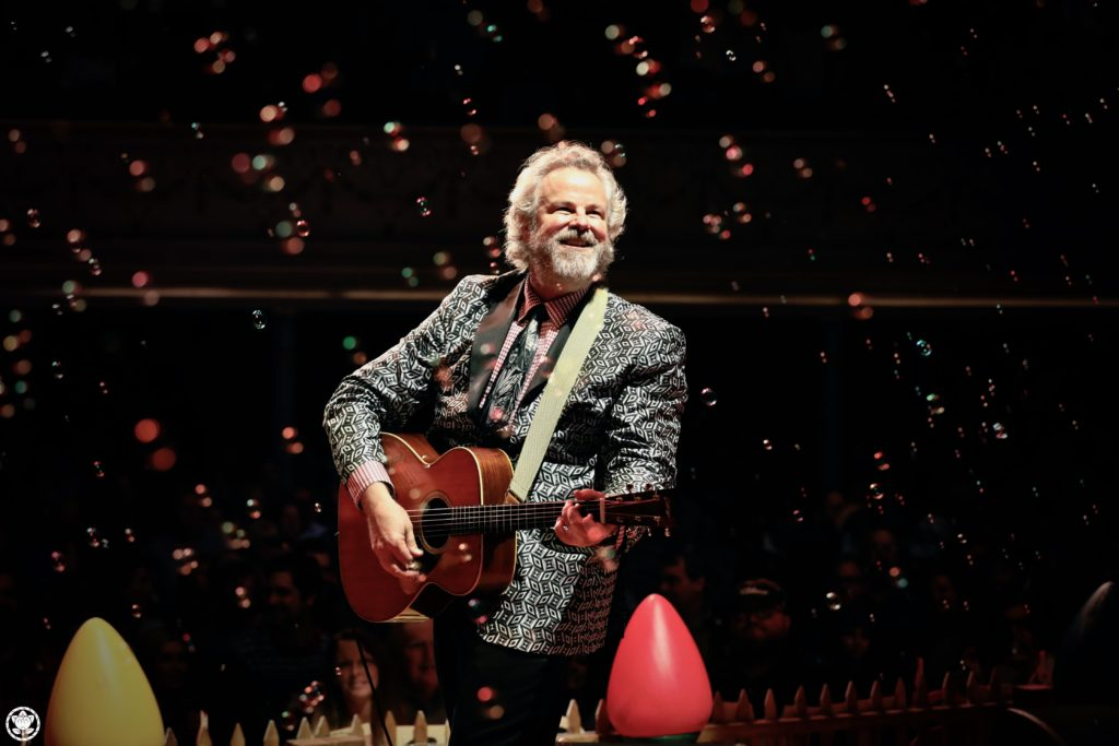 Robert Earl Keen Celebrates Christmas to the Moon and Back Announces his Biggest Holiday Tour Yet