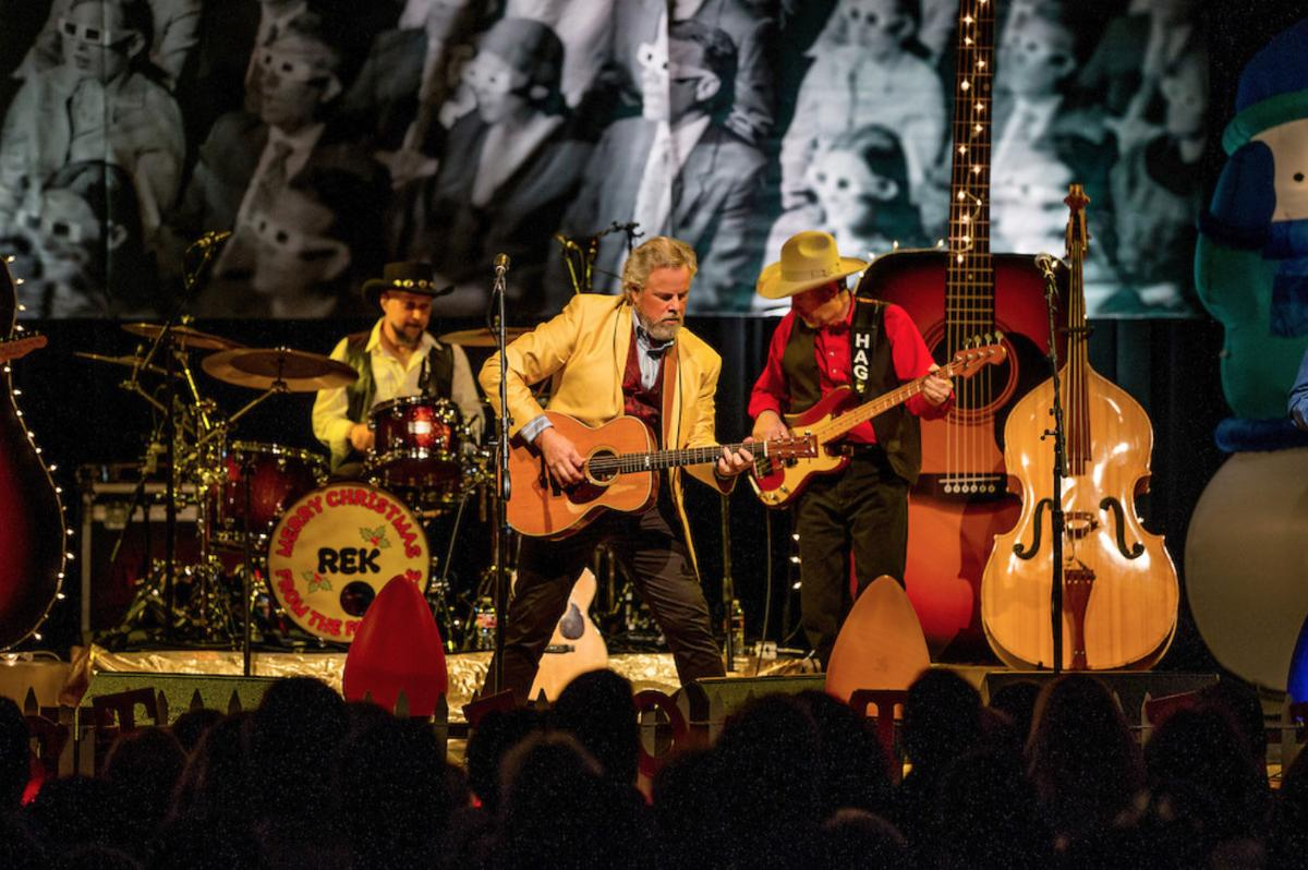 A FAM-O-LEE EXTRAVAGANZA: TEXAS LEGEND ROBERT EARL KEEN MAKES MERRY FOR THE HOLIDAYS