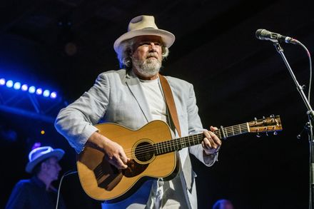 HOW ROBERT EARL KEEN BECAME A COUNTRY AND AMERICANA CULT HERO