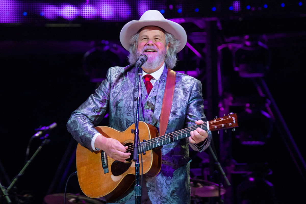 Robert Earl Keen Plots Countdown to Christmas Tour