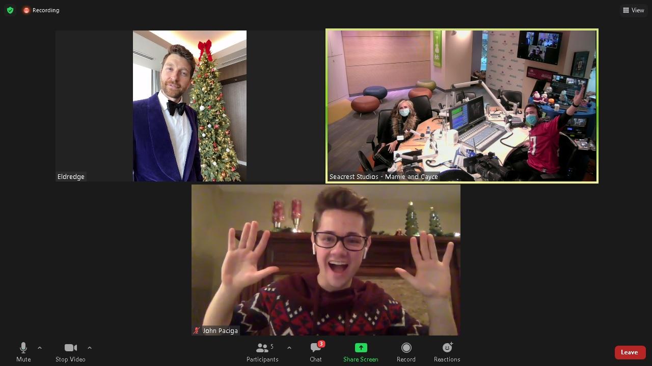 Brett Eldredge Christmas 2020.jpg Brett Eldredge Christmas 2020.jpg