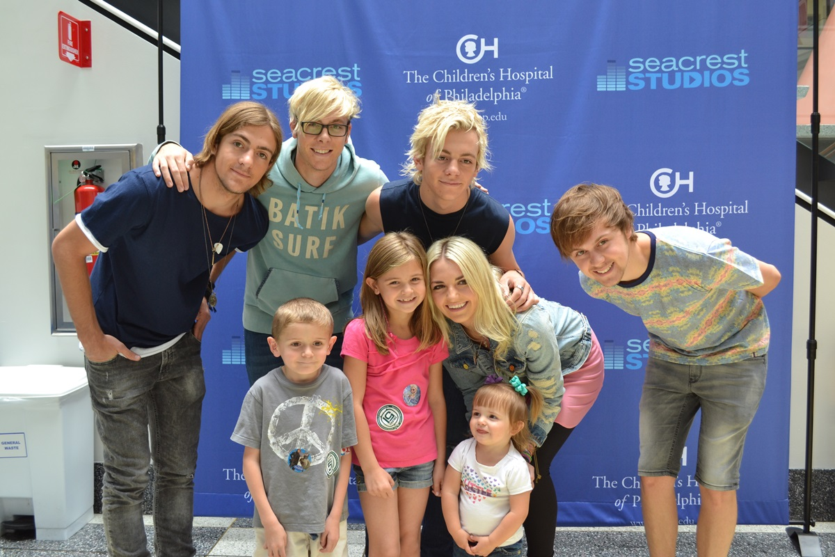 R5 Sings '(I Can't) Forget About You' At Seacrest Studios