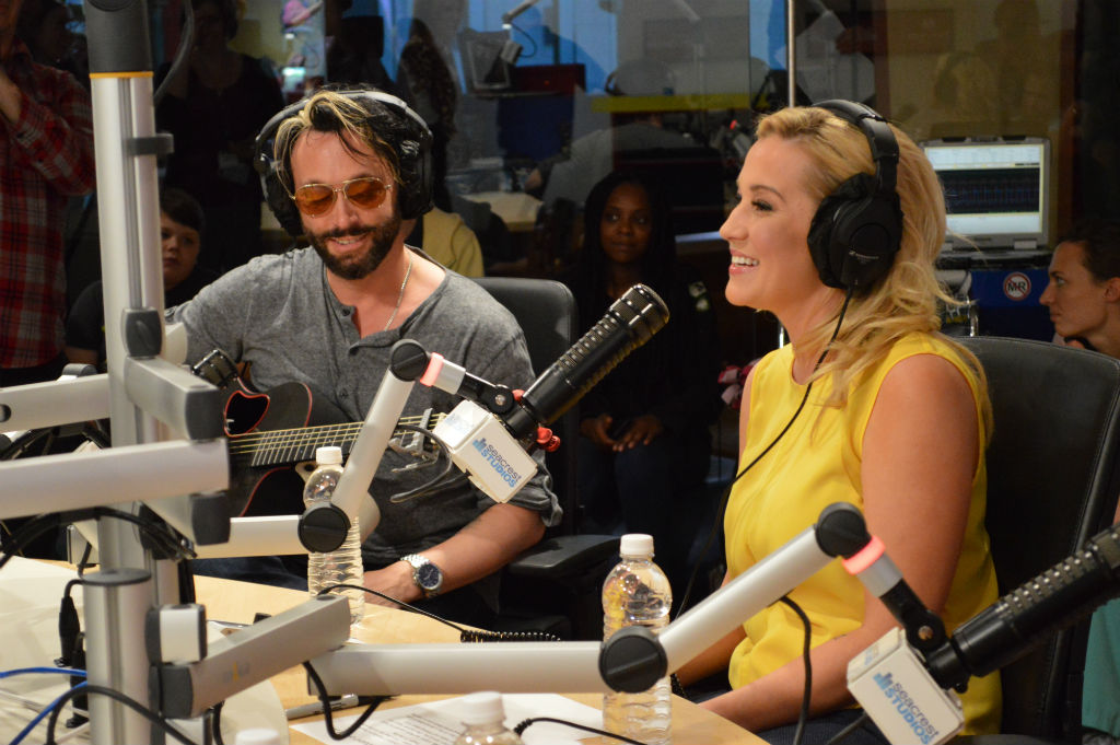Seacrest Studios Goes Country With Kellie Pickler!