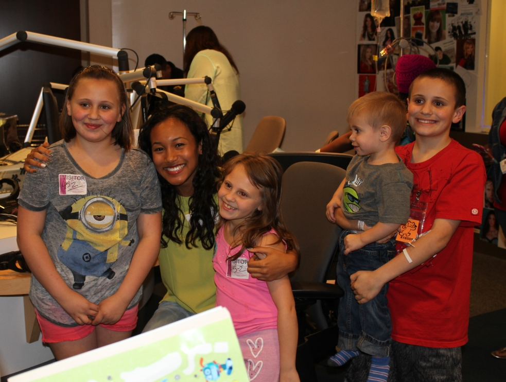 Sydney Park Does Arts And Crafts With Patients At Seacrest Studios