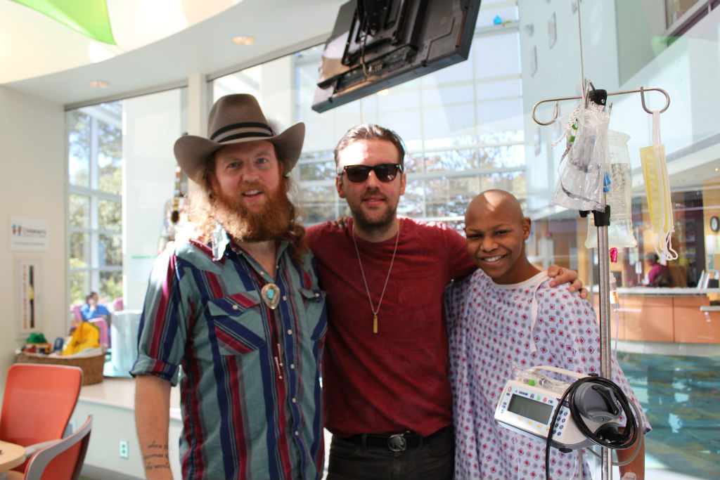 Brothers Osborne Sings with Patients in Atlanta