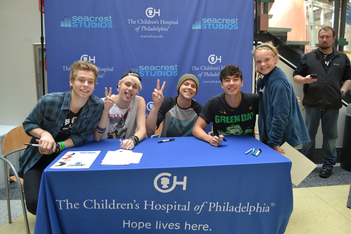 5 seconds of summer answer patient questions at seacrest studios the m4hsunfo