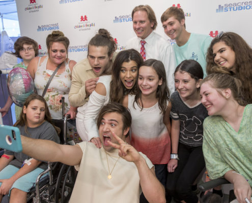Patients get a selfie with The Band Perry as the band announces a partnership to raise money for teen cancer, with Band Perry committing the first $25,000, as part of their call to action to get others involved. (John Russell/Vanderbilt University)