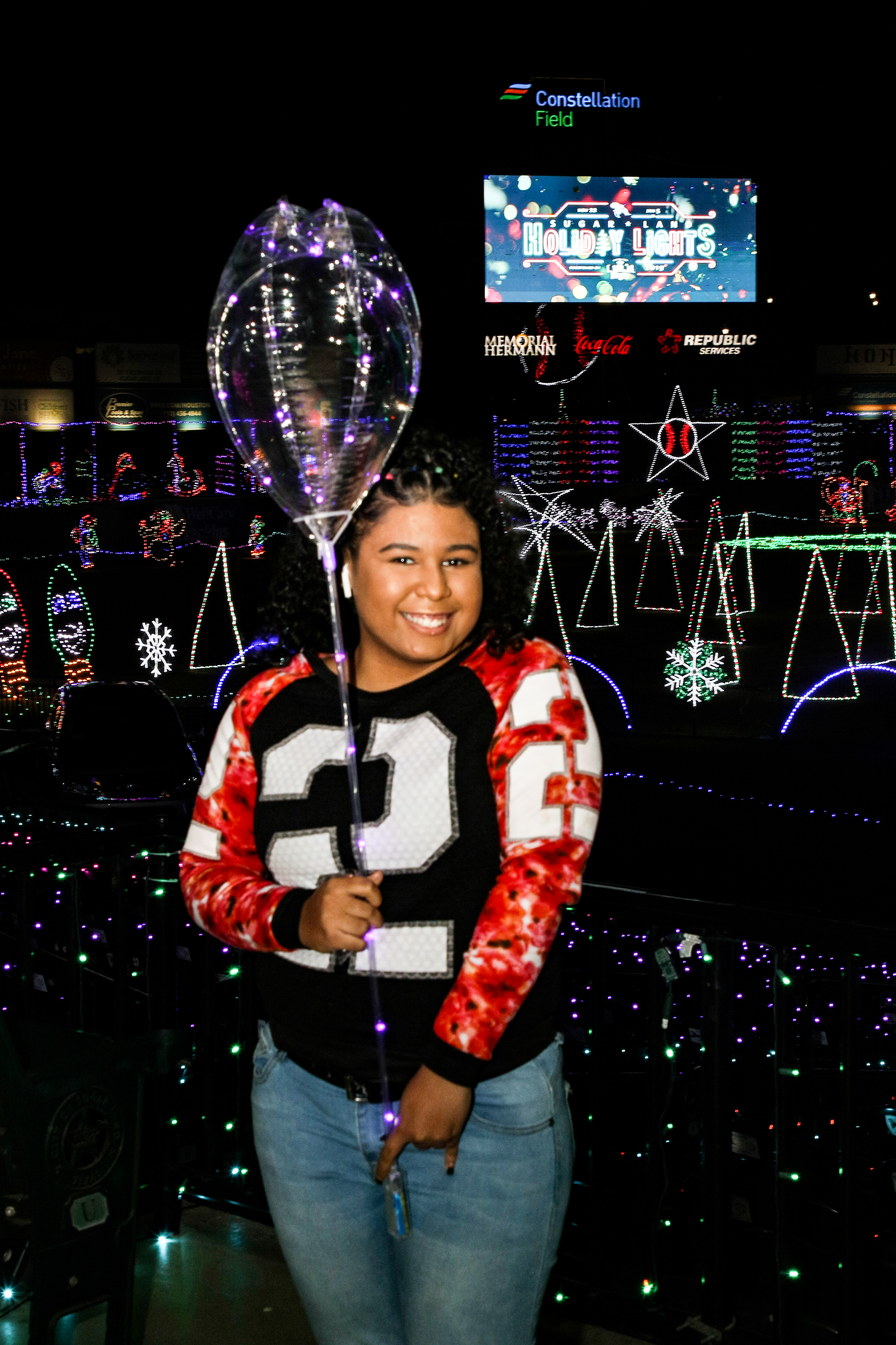 4 Yound woman with ballon Holiday lights video board PLS19040 _1_.jpg