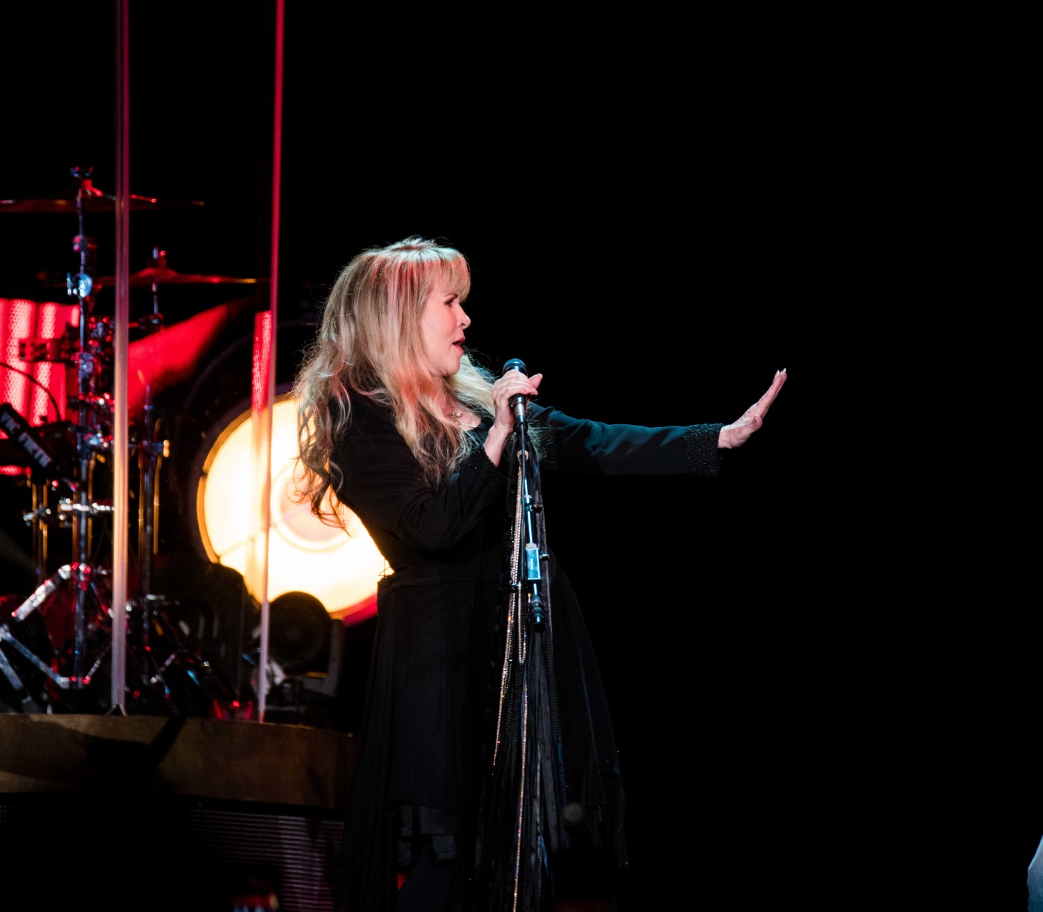 REVIEW – STEVIE NICKS TWIRLS 24-KARATS OF GOLD DUST ON DENVER