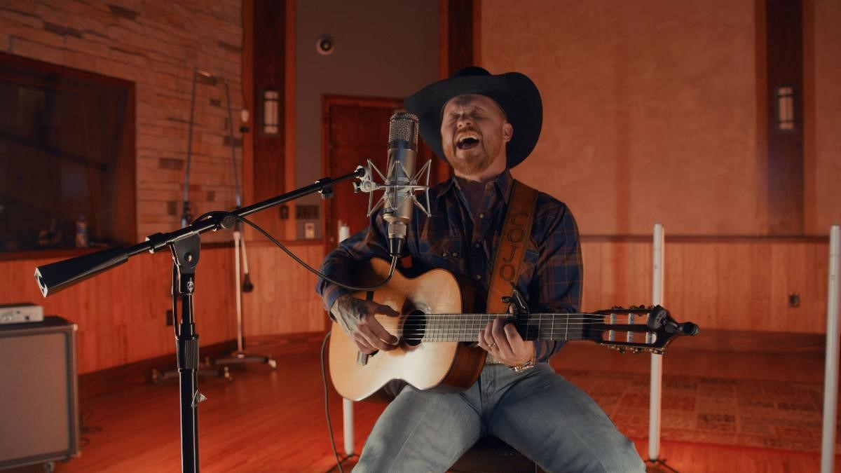 """CODY JOHNSON RELEASES BREATHTAKING VERSION OF REBA MCENTIRE'S """"WHOEVER'S IN NEW ENGLAND"""""""