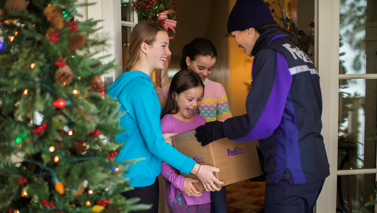 NEED A JOB?  Fed Ex is Hiring For the Busy Holiday Gift-Giving Season