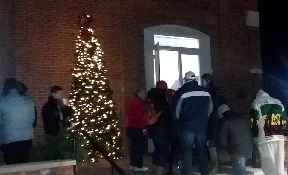Huntingburg Christmas Stroll Kicks Off With Tree Lighting
