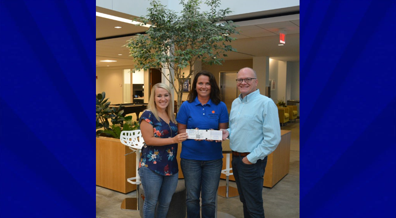 Kimball International Donates Over $6,000 in Holiday World Tickets to Mentors For Youth