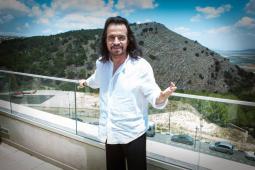 Yanni Visits Nazareth
