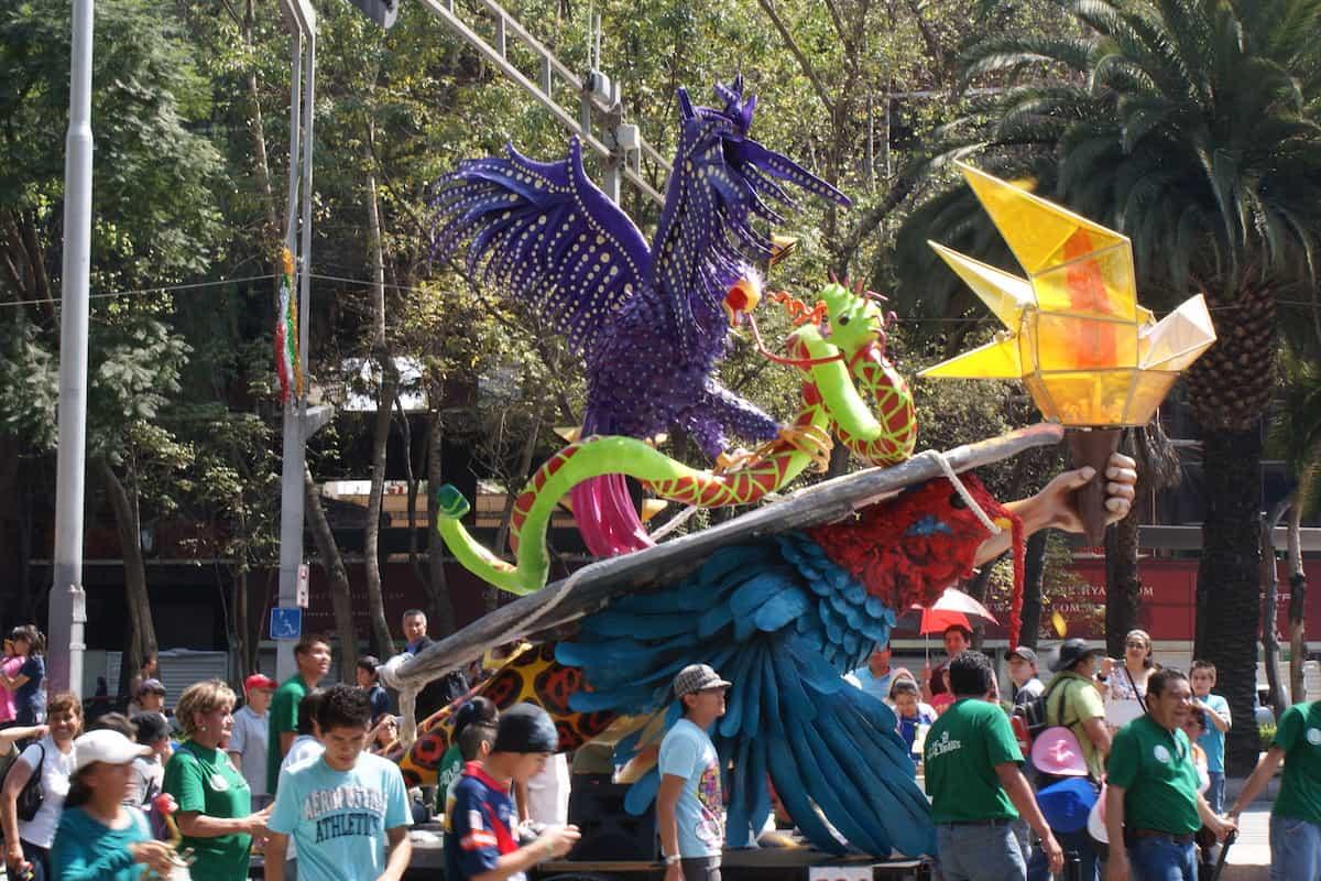 BUSOLINEA - Desfile de Alebrijes en CDMX