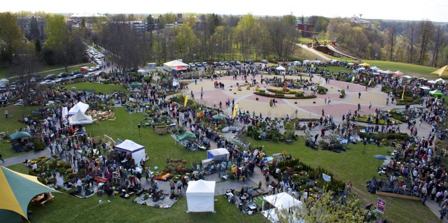 Siguldan kukkamarkkinat Latviassa 3pv 1