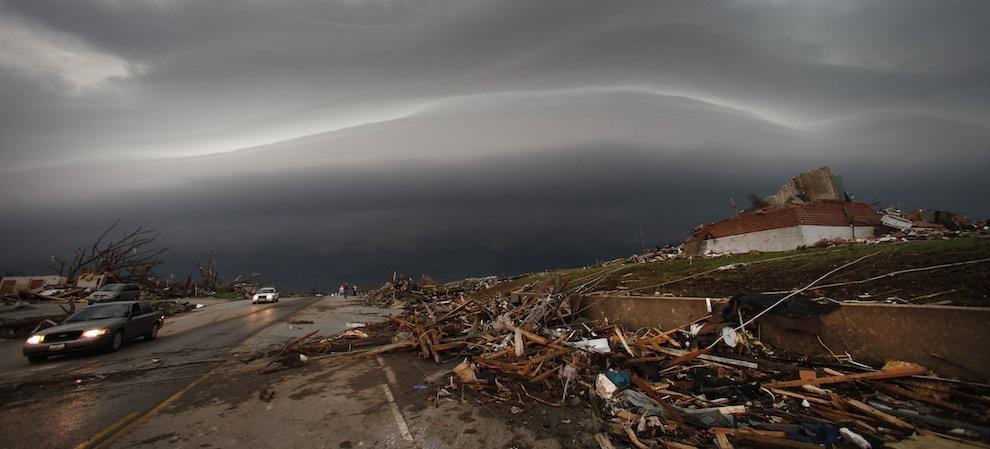 https://s3.amazonaws.com/buzzfeed-media/Images/2011/05/joplin/APTOPIX+Midwest+Storm_Acco%283%29.jpg