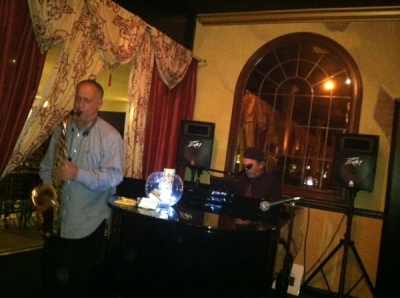 <p>Doug Alani in the house...smooth sax man!!!</p>