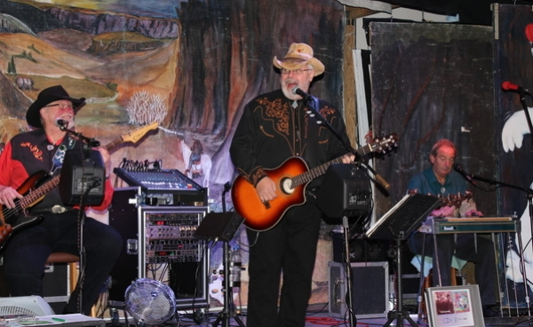 <p>&nbsp;Having fun at Cool Country CMC West Camel</p>