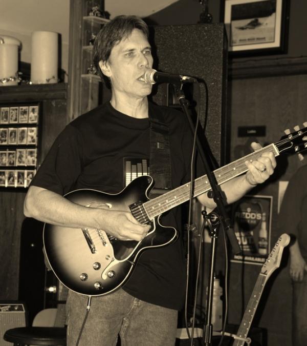 Roger - Guitars