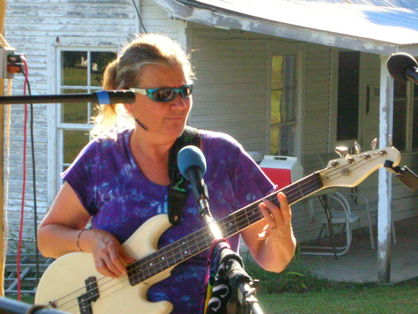 DONNA ON BASS, PLAYIN OUTSIDE