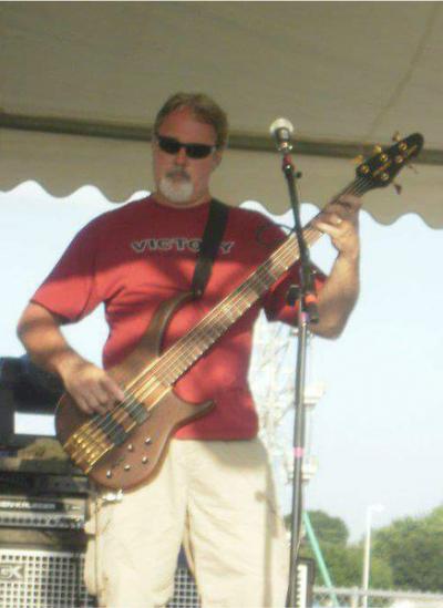 Michael Jones: Bass
