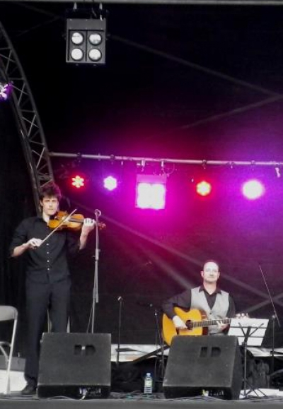 <p> Swing and Low down Django Reinhardt-style duo</p>