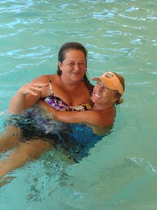 Rebeckah and Lisa in the pool!