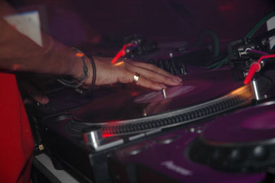Club Gravity, Lithuania - gettin' handy with the vinyl