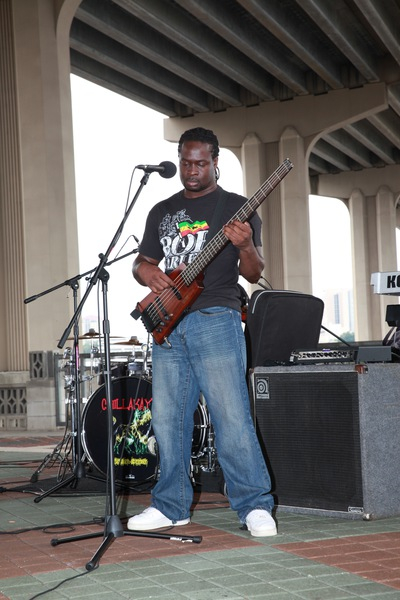 Kemwa playing bass