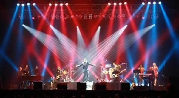 <p>&nbsp;Live performance from 2011-2012 international tour with Engelbert Humperdinck.</p>