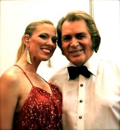 <p>Ashley Locheed with Engelbert Humperdinck</p>