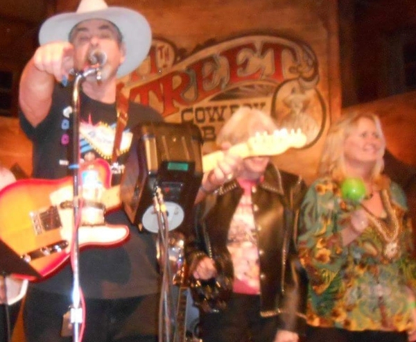 WAYNE-O ONE LATE NIGHT AT 11TH STREET COWBOY BAR IN BANDERA WITH IRRITATIONS!