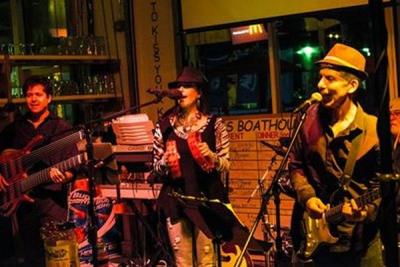 Rockin' the Boat (Bob's Boathouse - Sarasota)