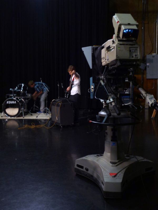 <p>getting ready in WNIT's studio/&nbsp; les studios de WNIT, South Bend, IN</p>