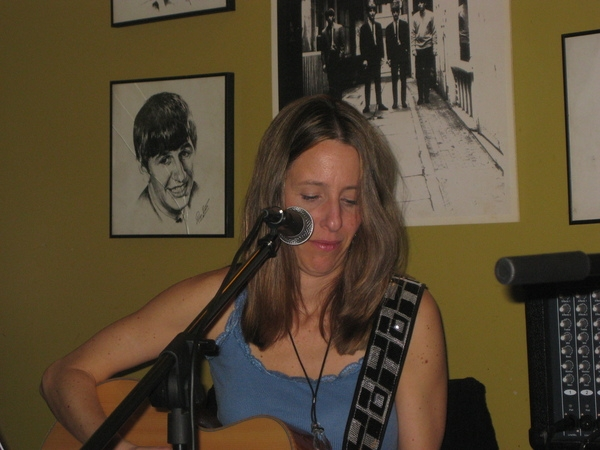 Here I am playing Jo Wymer's guitar because mine had a screw loose or was that me who had the screw loose?