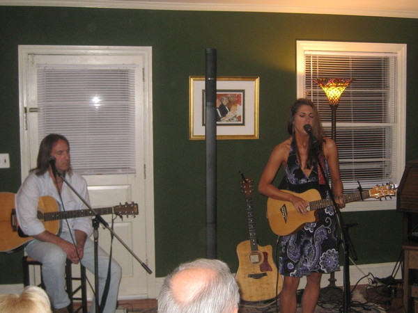 Laura Cheadle shares a song in the round